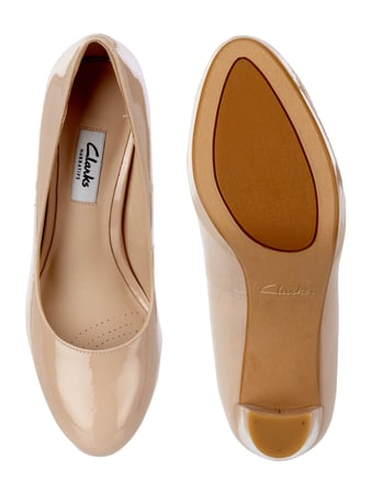 Clarks Pumps aus Lackleder Beige - 1