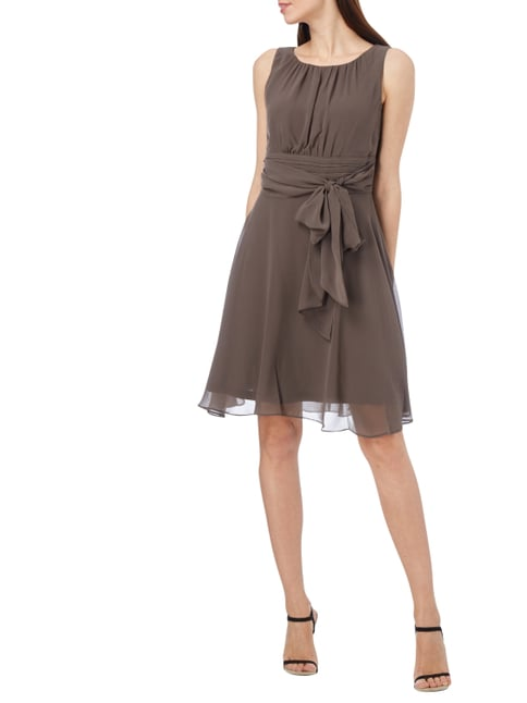 Esprit Collection Cocktailkleid aus Chiffon mit Taillenband in Braun - 1