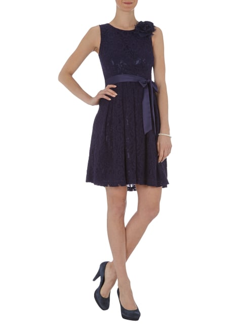 Fever London Spitzenkleid mit Taillenband aus Satin in Blau / Türkis - 1