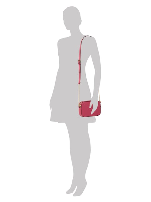 Guess Crossbody Bag mit Kettendetails in Rosé - 1