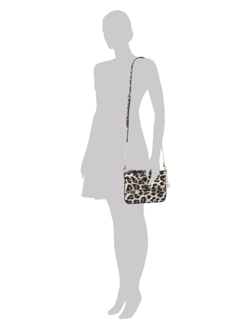 Guess Crossbody Bag mit Leopardenmuster in Grau / Schwarz - 1