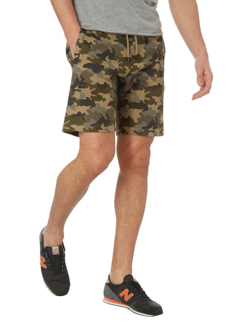 MCNEAL Sweatshorts mit Camouflage-Muster Sand - 1