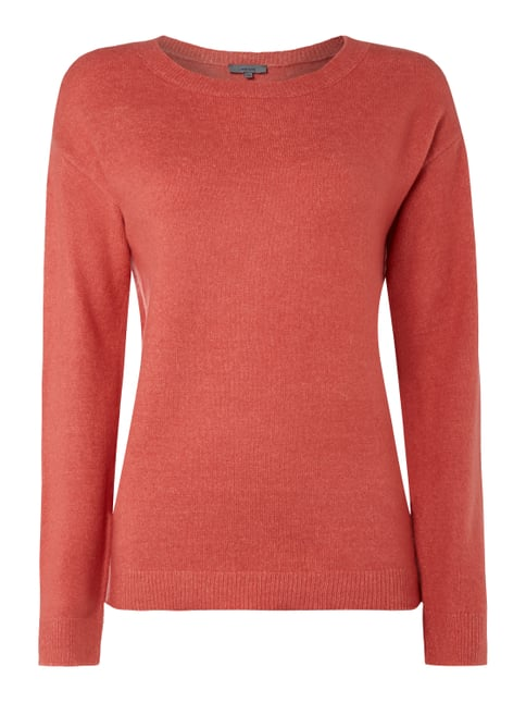 Buy your must-have items online securely! With a crew neck or V neck, the pullover is a timeless classic. In fabrics that vary from season to season, from cotton to cashmere, it is a garment suited to a variety of different occasions.