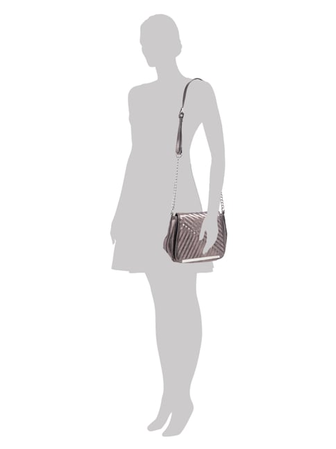 Tamaris Crossbody Bag in Metallicoptik in Grau / Schwarz - 1