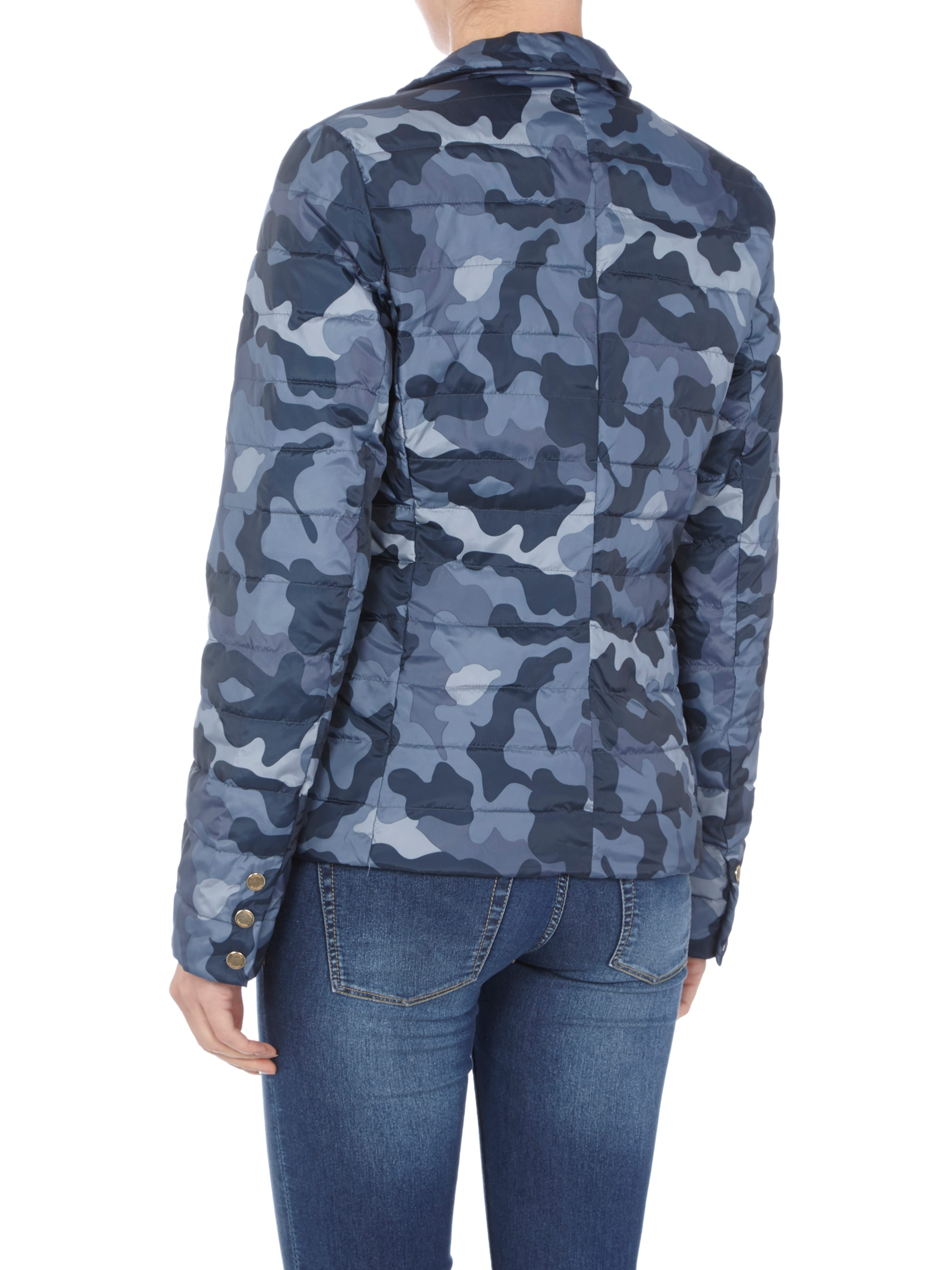 steppjacke mit camouflage muster fashion id online shop. Black Bedroom Furniture Sets. Home Design Ideas