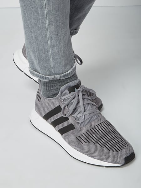 ADIDAS ORIGINALS Sneaker 'Swift Run' aus Primeknit in Grau
