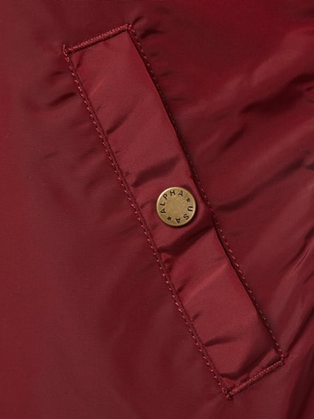 official photos 51e6b 505ba ALPHA-INDUSTRIES Bomberjacke mit Ärmeltasche in Rot online ...