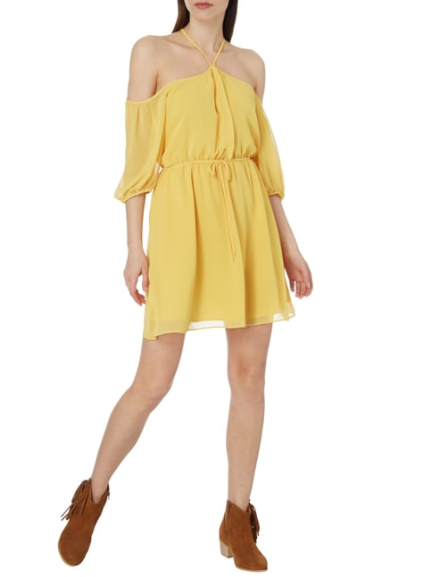 BCBGeneration Off Shoulder Cocktailkleid aus Chiffon in Gelb - 1