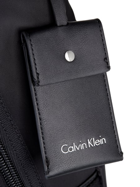calvin klein rucksack mit au enfach in grau schwarz online kaufen 9732366 p c online shop. Black Bedroom Furniture Sets. Home Design Ideas