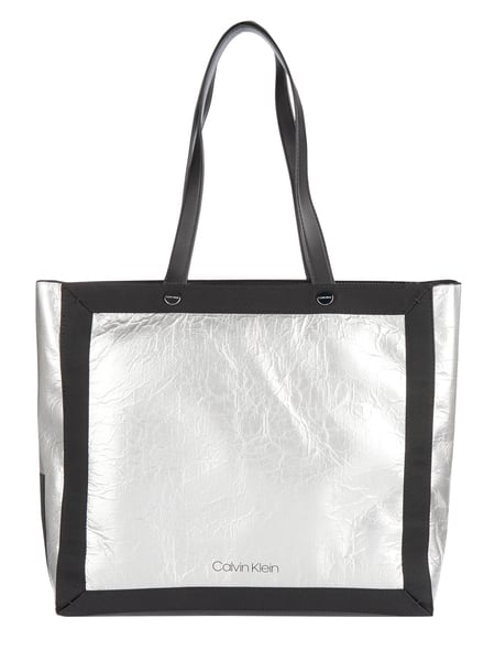 Calvin Klein Shopper in Metallicoptik Silber - 1