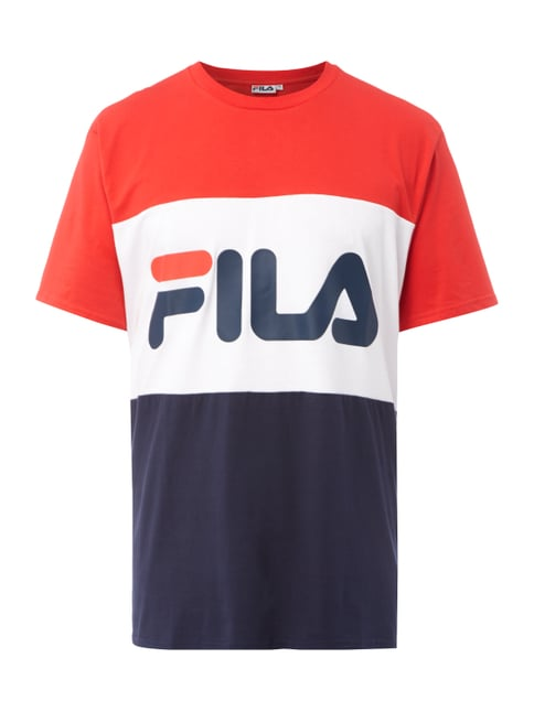 FILA® is an authentic sports brand, committed to creating and marketing shoes that enhance the individual's pursuit of sports as a way to experience greater personal fulfillment. Established in in Biella, where the company is still headquartered, Fila has remained faithful to its Italian origins, and style, passion and creativity, the essence of being Italian, are deeply embedded in its.