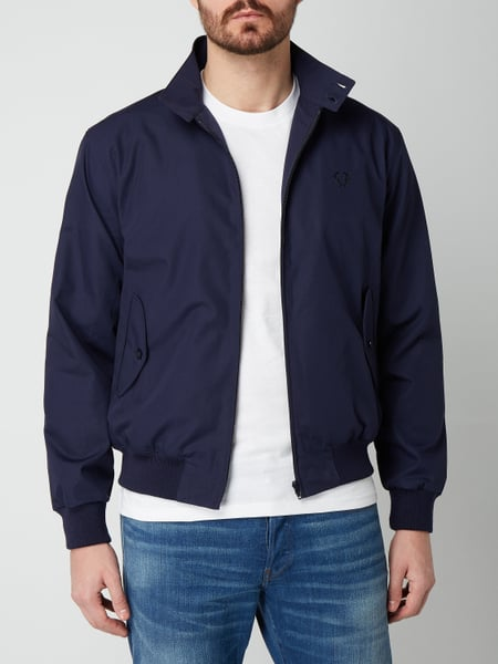 fred perry harrington jacke mit logo stickerei in blau. Black Bedroom Furniture Sets. Home Design Ideas