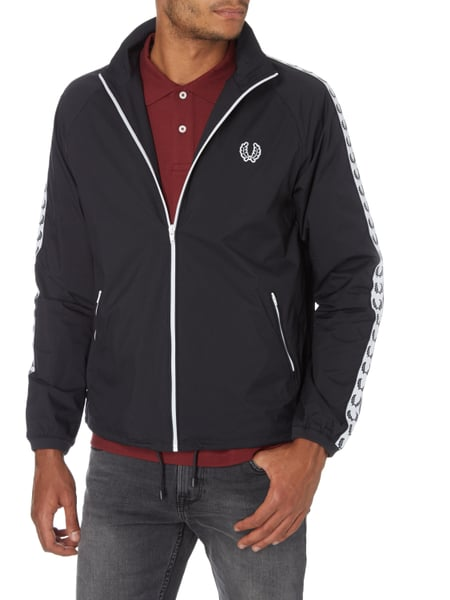 fred perry trainingsjacke mit logo details in blau t rkis online kaufen 9658947 p c online. Black Bedroom Furniture Sets. Home Design Ideas