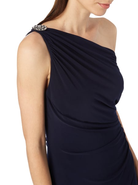 One shoulder kleid welcher schmuck