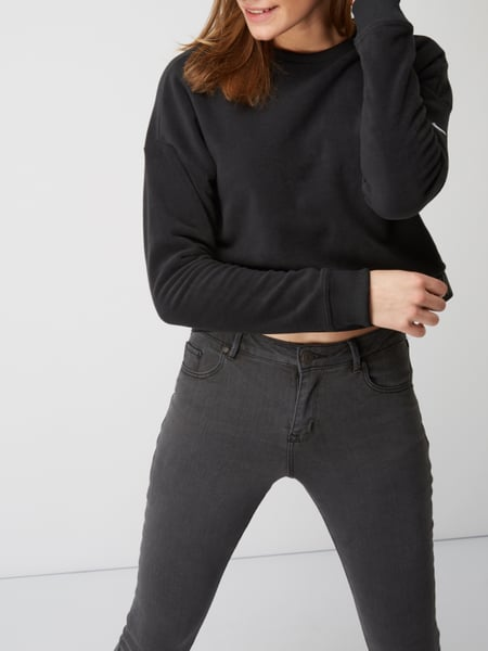nike cropped sweatshirt aus fleece therma in grau. Black Bedroom Furniture Sets. Home Design Ideas