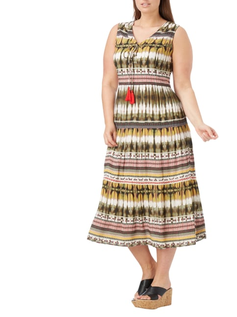 OPEN END PLUS SIZE - Kleid mit Batikmuster in Braun - 1