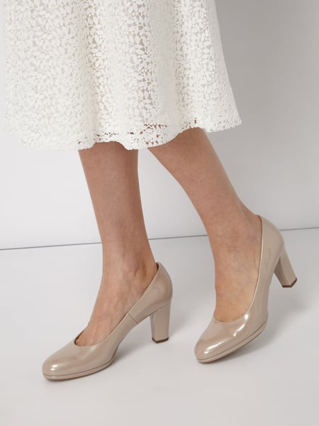 PETER KAISER Pumps aus Lackleder Beige