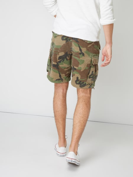 Polo Ralph Lauren Classic Fit Cargoshorts mit Camouflage-Muster Olivgrün - 1 1a9b91dd4e