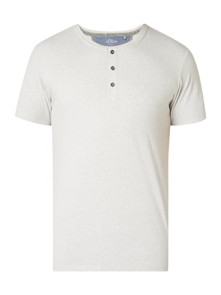 s.Oliver RED LABEL Slim Fit Serafino-Shirt mit Logo-Stickerei Offwhite