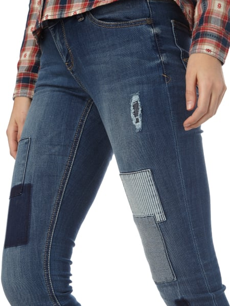 soccx stone washed skinny fit jeans mit patches in blau. Black Bedroom Furniture Sets. Home Design Ideas