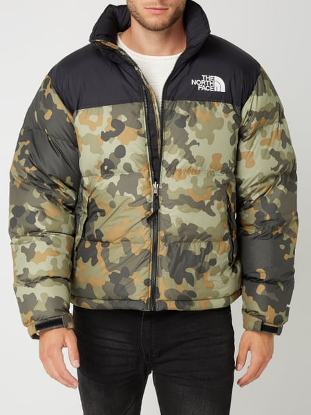 the north face daunenjacke mit camouflage muster in gr n. Black Bedroom Furniture Sets. Home Design Ideas