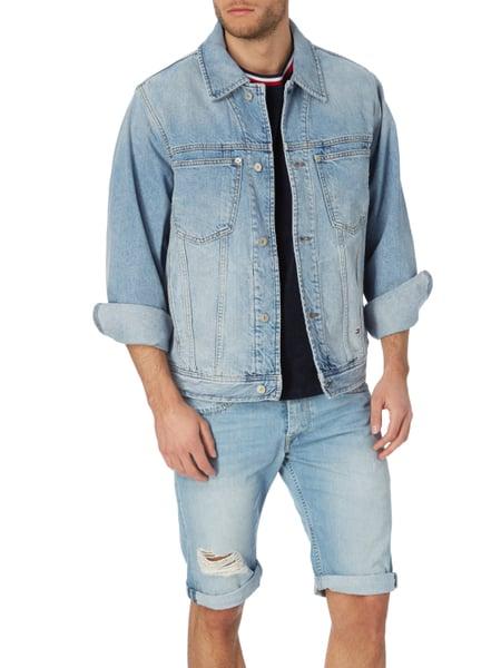 info for 9bc28 4a113 TOMMY-JEANS Oversized Jeansjacke mit Logo-Aufnäher in Blau ...