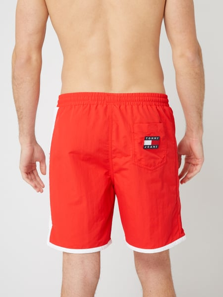 Tommy Jeans - Tommy Jeans x Coca Cola® Badeshorts mit Stickerei - Rot