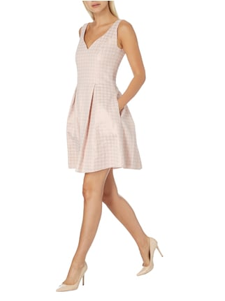 Young Couture Cocktailkleid mit eingewebtem Muster in Rosé - 1
